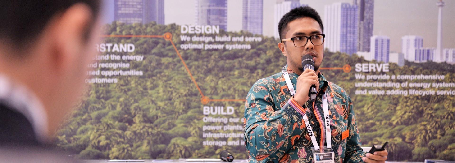 Syawalianto Rahmaputro presenting in Wartsila Booth during Powergen Asia in Jakarta