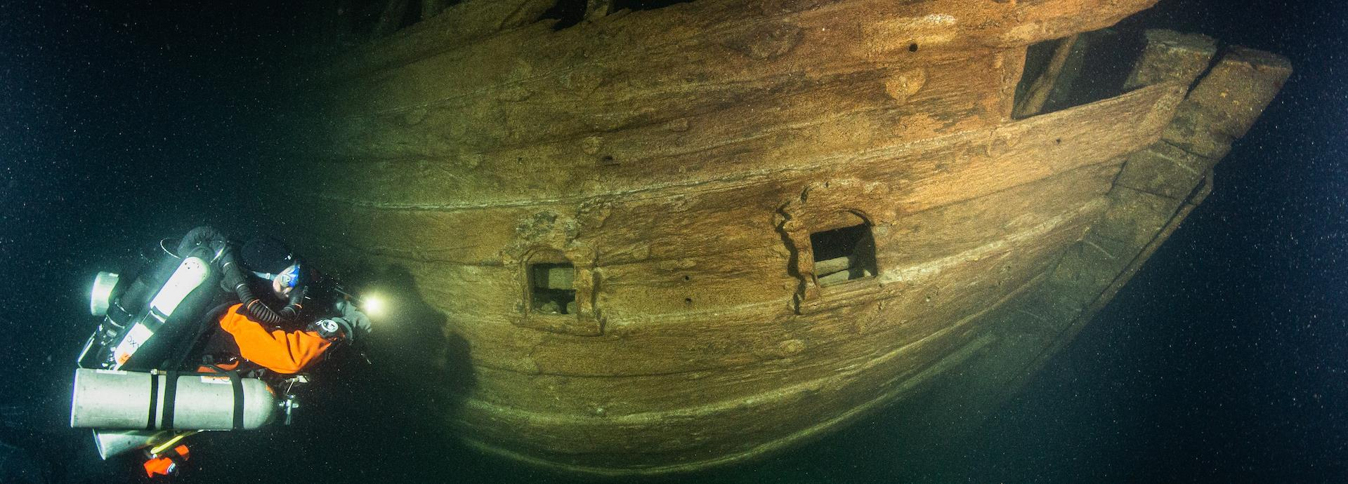 Diver and Fluit wreck